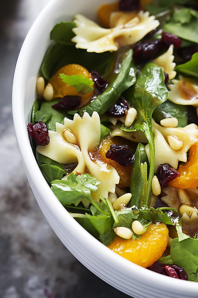 8. Салат из пасты, мандаринов, листьев шпината, изюма и кедровых орешков под соусом тэрияки паста, рецепт