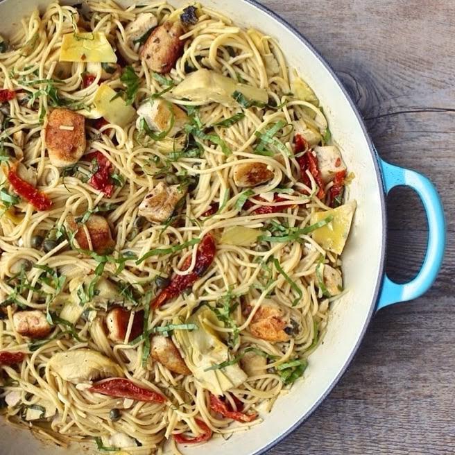24. Спагетти с вялеными томатами, артишоками и обжаренной на гриле курицей паста, рецепт