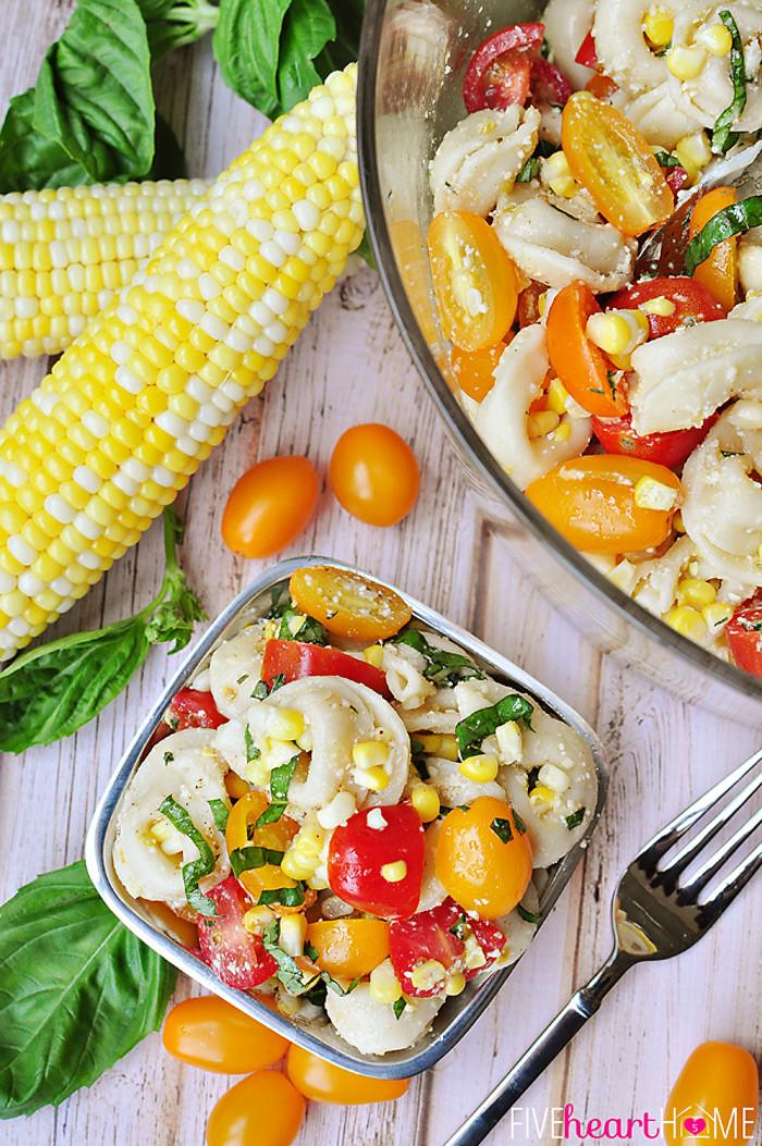 16. Тортеллини с помидорами, базиликом, пармезаном и кукурузой паста, рецепт