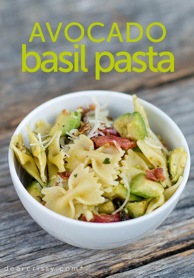 28. Паста с авокадо, базиликом, томатами и пармезаном паста, рецепт