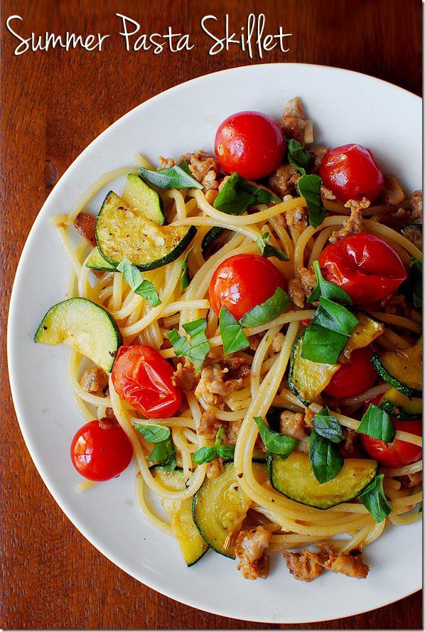 11. Спагетти с овощами и обжаренным фаршем паста, рецепт