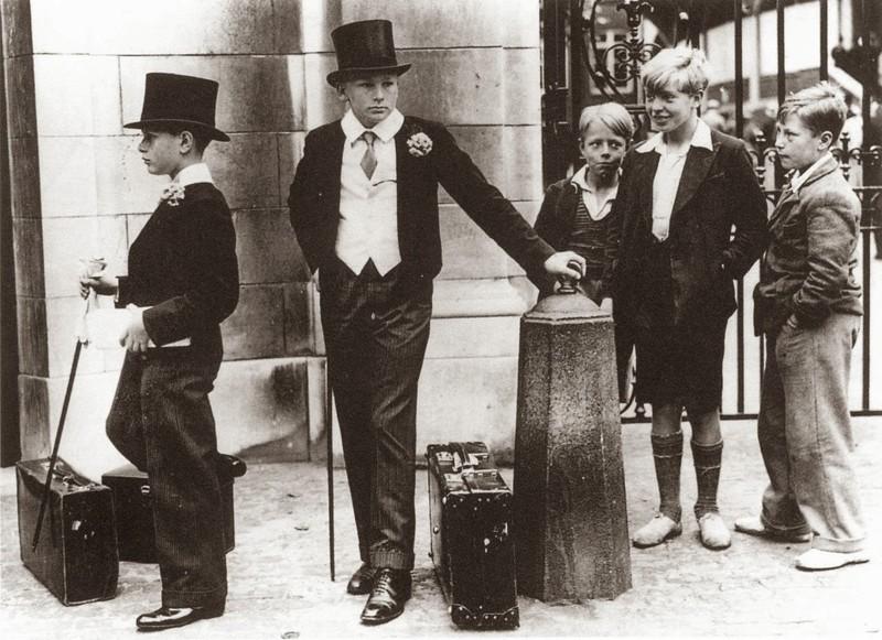 1. Фотография, иллюстрирующая классовое расслоение в довоенной Англии, 1937 год. история, фото