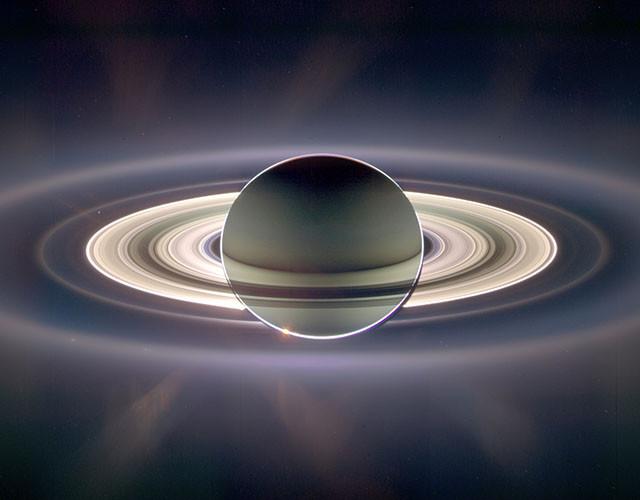 Сатурн проходит перед Солнцем. Это изображение сочетает в себе 165 кадров, снятых в течение трёх часов. кассини, космос, мир, сатурн