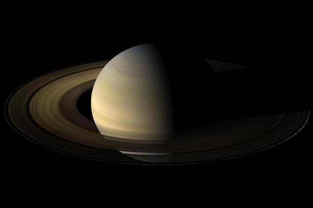 Фото Сатурна во время равноденствия. кассини, космос, мир, сатурн